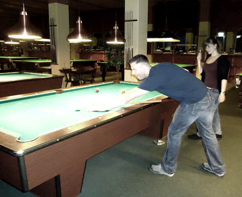 Dresdener Mitarbeiter beim Billiard und Tischtennis