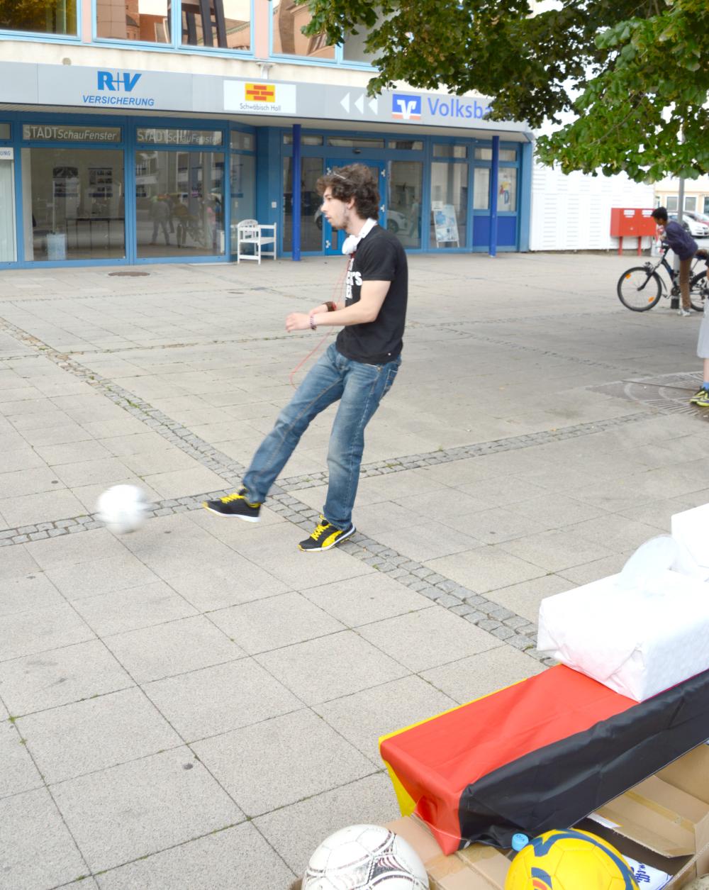 Torwandschießen in Dessau! Zeitarbeit und Jobs!